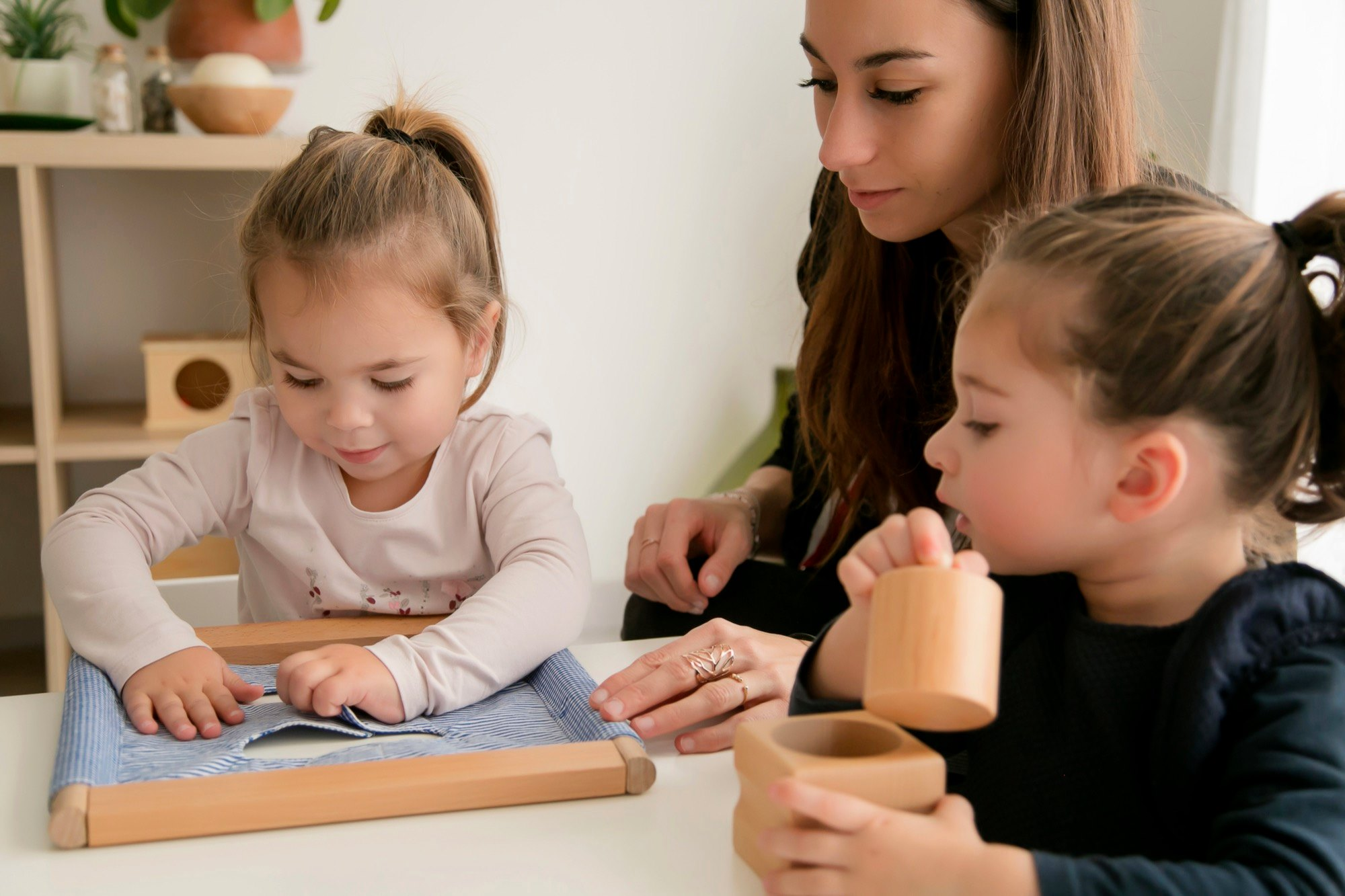 La pédagogie Montessori, témoignage d'Emilie BOUILLOT ; Emilie BOUILLOT, directrice du centre de formation « Montessori du 47 » explique dans un premier temps qu'il existe une forte confusion entre « pédagogie » et « méthode ». En effet, nous entendons régulièrement le terme « méthode Montessori » . En réalité, ce n'est pas une […]